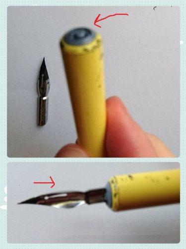 Gペンをペン軸に挿しこんでいる写真